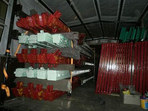 Fertig lackierte Aufbauteile im Packwagen.